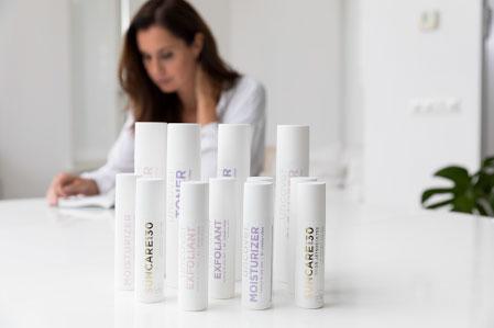 Dr. Jetske Ultee met producten